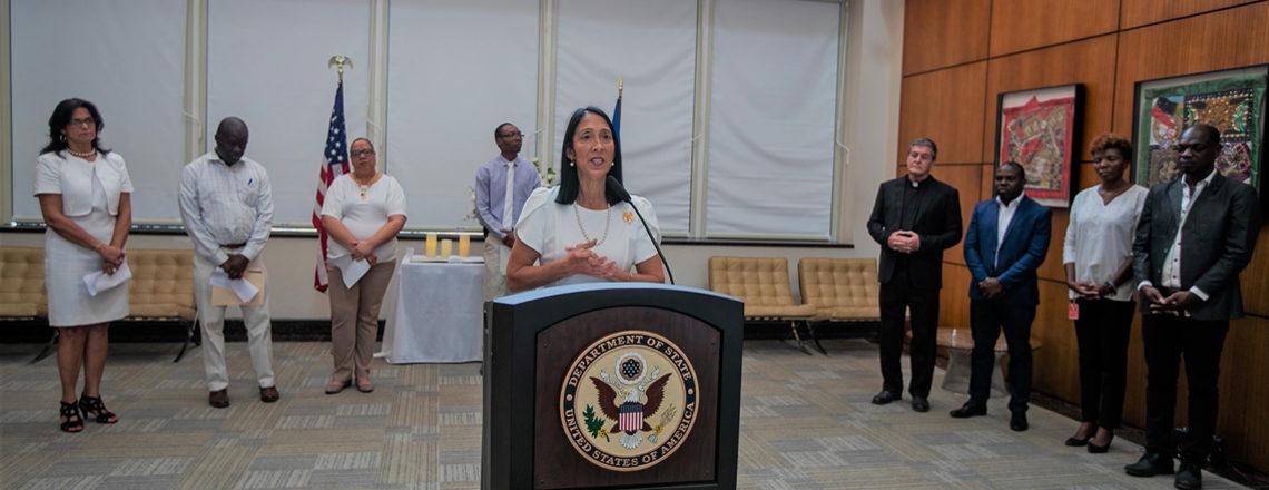 Allocution à cérémonie commémorer le tremblement de terre de 2010 et collègues disparus