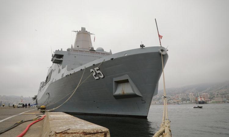 Buques USS Somerset y USS Wayne E. Meyer participan en celebración de bicentenario de la Armada de Chile y EXPONAVAL