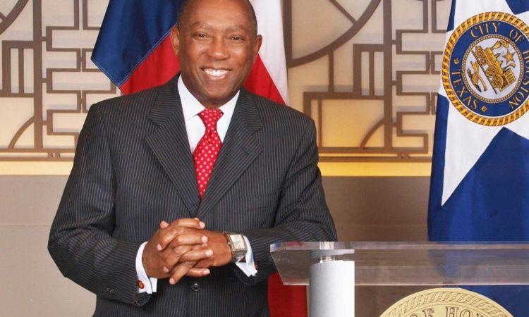 Alcalde de Houston, Texas, la ciudad más diversa de EE.UU., encabeza delegación comercial que visitará Chile