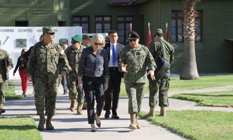 EE.UU. dona un millón de dólares en material pesado al Ejército de Chile