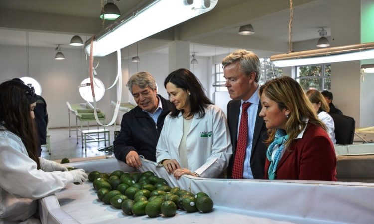 Deputy Chief of Mission Baxter Hunt Visits U.S. Animal and Plant Health Inspection Service Facility in Valparaiso