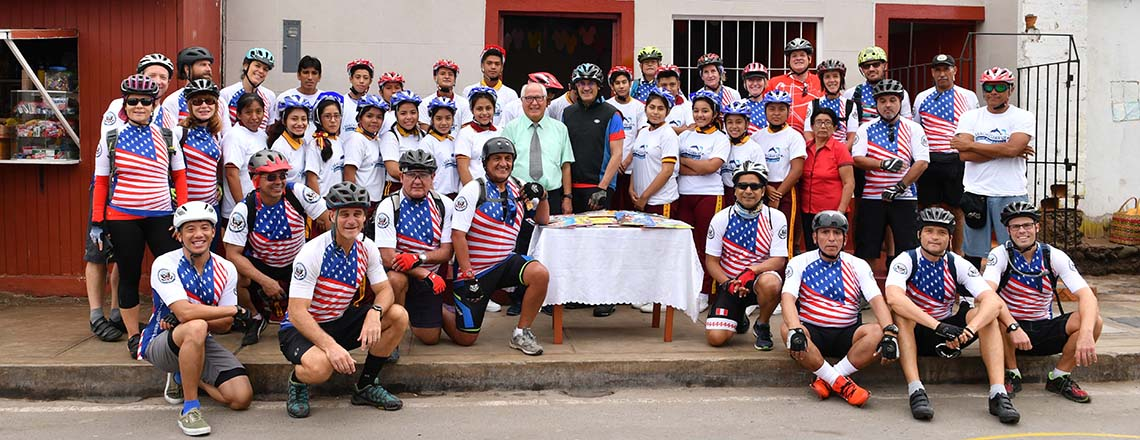 Ambassador Urs and Embassy cyclists ride in Cañete and Chincha