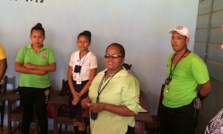 La Embajadora Dogu es recibida por los miembros del proyecto