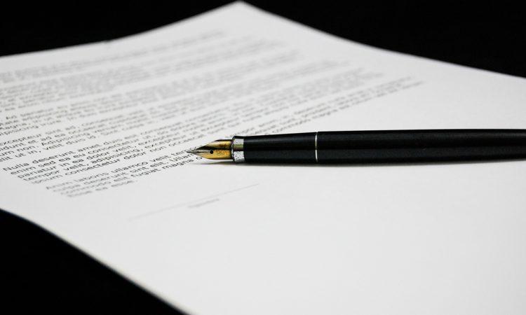 documento y pluma