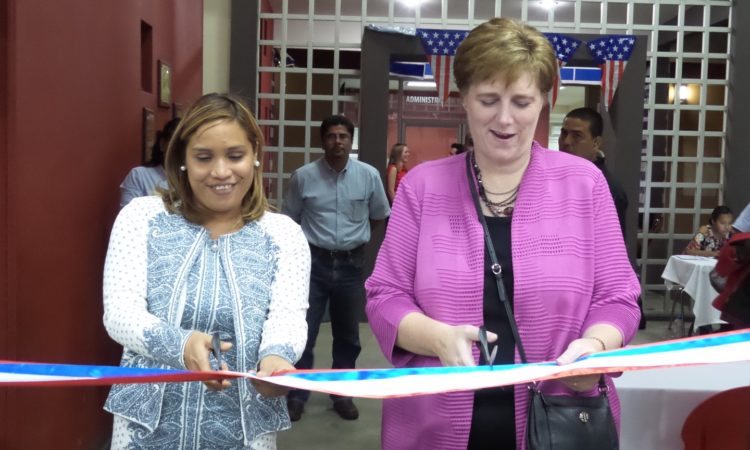 Ambassador Dogu and CCNN Director, María Jimenez cut the ribbon to inaugurate the fair
