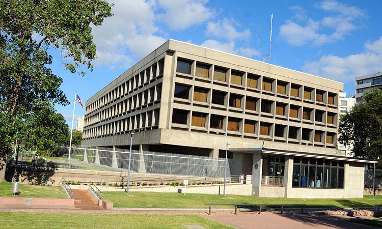 Entrada Consulado EE.UU en Montevideo