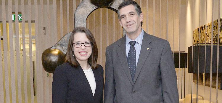 La Embajadora de Estados Unidos Kelly Keiderling y el Director de Protocolo del Ministerio de Relaciones Exteriores de Uruguay, Embajador César Rodríguez. [U.S. Embassy Photo: Pablo Castro]