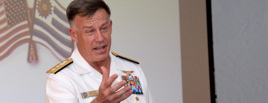 Contraalmirante Sean Buck, Comandante de la Cuarta Flota de EE.UU. visita Montevideo