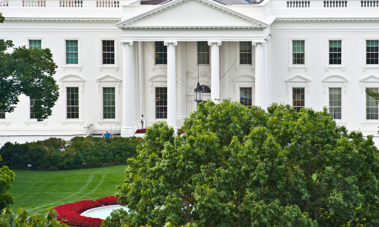 The-White-House-Up-750×450