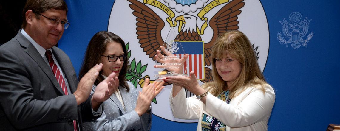Embajada de EE.UU. en Uruguay entrega el premio Mujer de Coraje a Gabriela Fulco