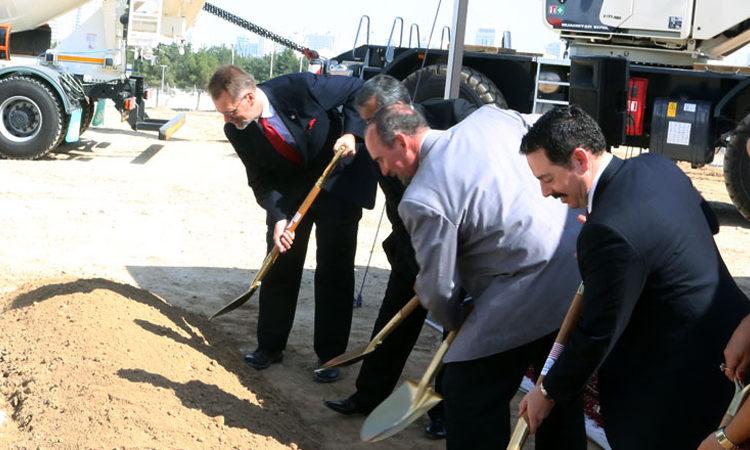 Соединенные Штаты инвестируют в будущее Туркменистана закладывая фундамент нового здания посольства США