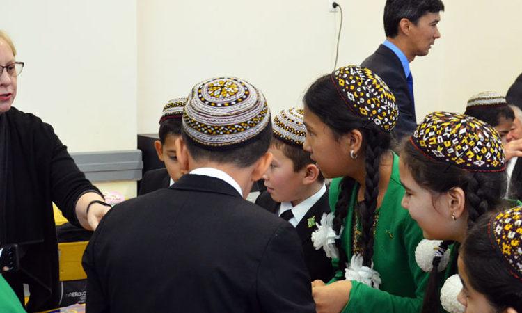 Посольство США продвигает участие молодёжи Туркменистана в области естественных и технических наук, технологий и математики (STEM)