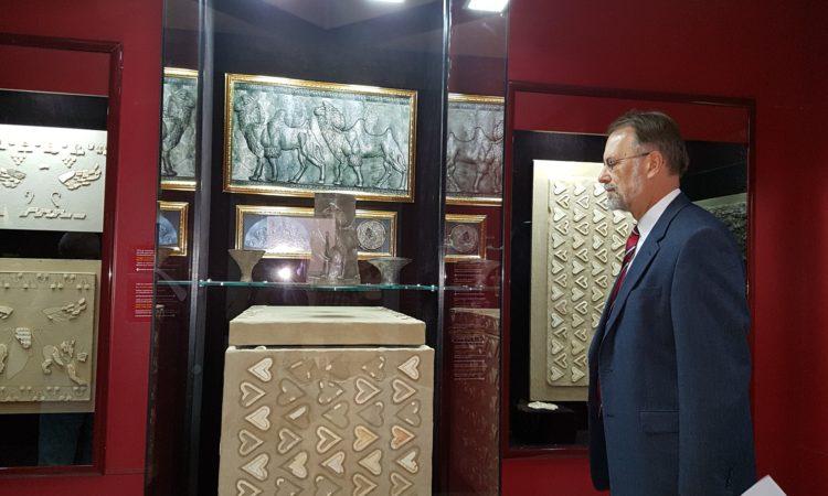 Посольство США помогает реставрировать древнюю мозаику из Гонур-Депе