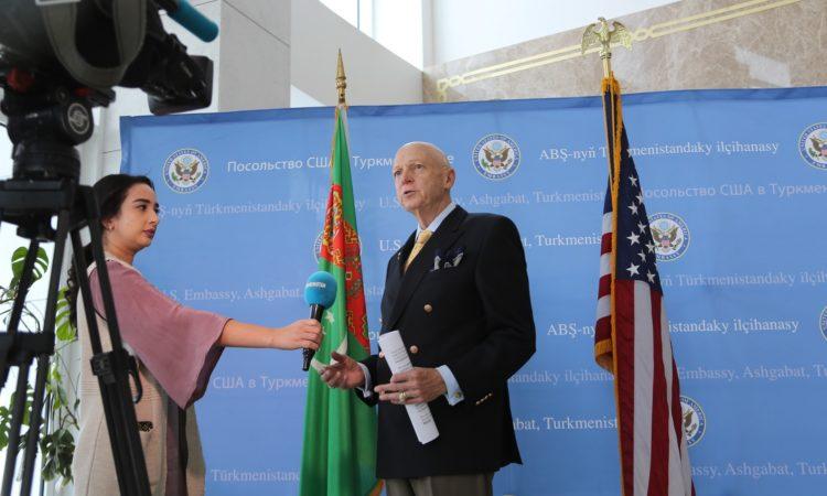 American Film Experts Present Documentary Films in Ashgabat
