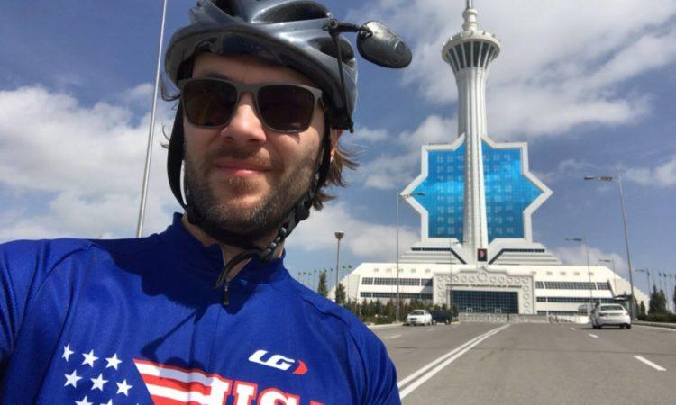 Велосипедная дипломатия: Посольство США поддерживает связи Шелкового пути велопрогоном по Туркменистану