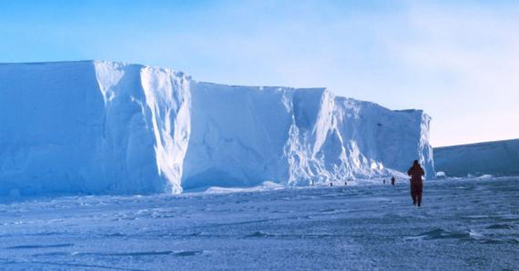 The Ross Ice Shelf at the Bay of Whales. Photo credit: NOAA.