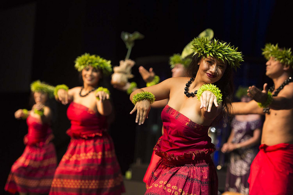 """New Zealand Cultural Traditions: Hawaiian Cultural Group """"Island Breeze"""" Connects With"""