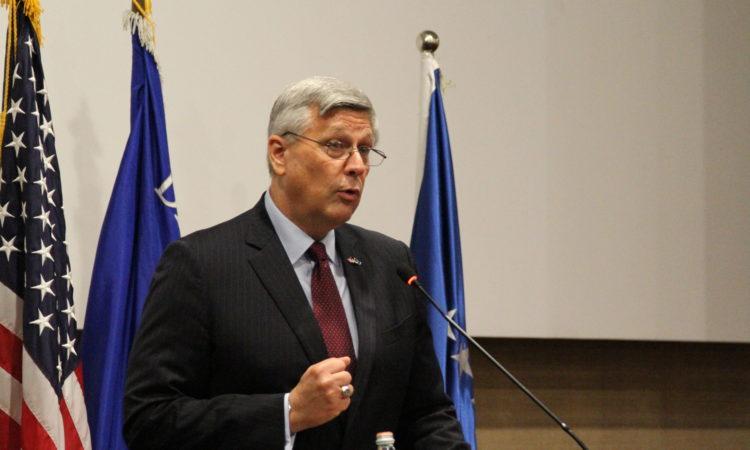 Fjala e ambasadorit Kosnett gjatë ceremonisë së diplomimit të Shkollës së Stafit dhe Komandës së Policisë,