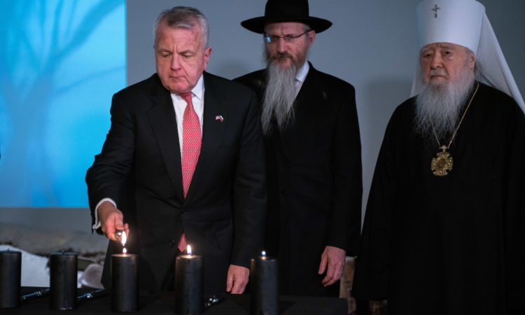 Ambassador Sullivan lighting a memorial candle during the January 27, 2020, International Holocaust Remembrance Event at the Jewish Museum and Tolerance Center