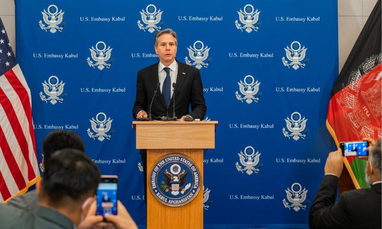 Госсекретарь США Антони Дж. Блинкен проводит пресс-конференцию в Кабуле, Афганистан, 15 апреля 2021 года. [фото Госдепартамент США]