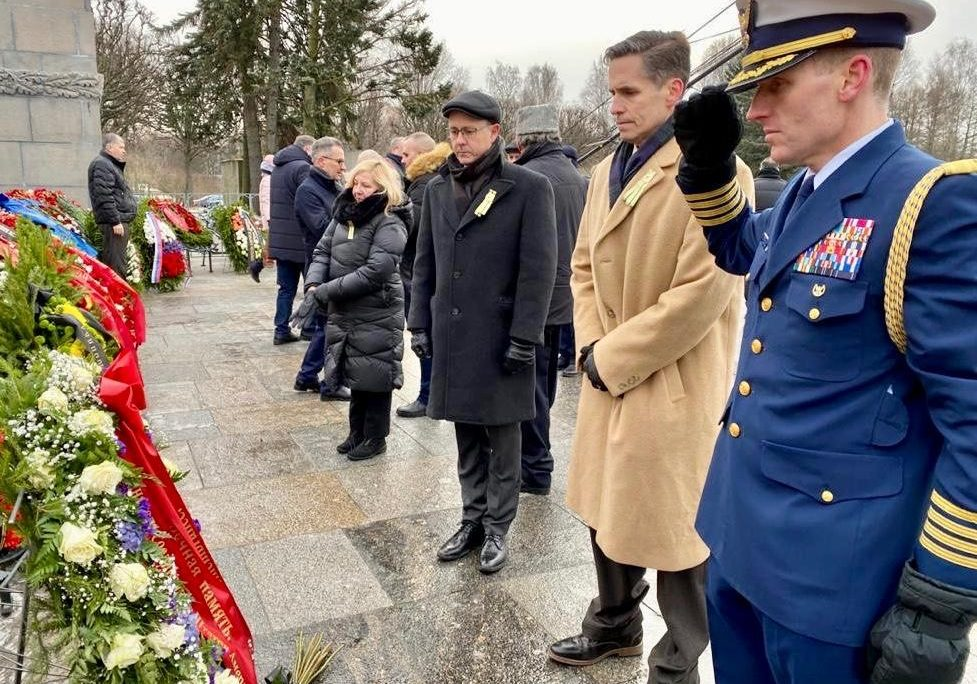 On January 27, 2020, to mark the 76th Anniversary of the lifting of the Siege of Leningrad, Deputy Chief of Mission Bart Gorman together with diplomatic mission staff laid a wreath at Piskaryovsky Memorial Cemetery to honor the memory of the brave citizens of Leningrad and defenders of the city.