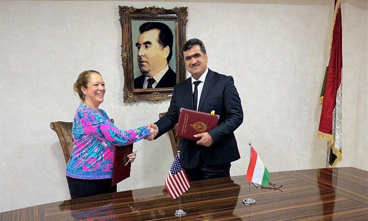 Lady and man shaking hands. (Embassy Image)