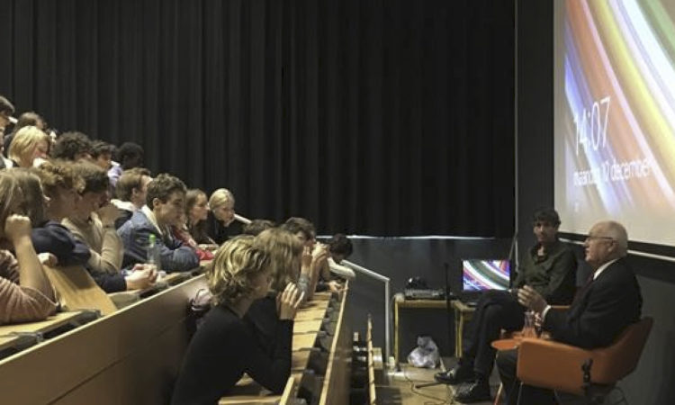 Ambassador Hoekstra speaks to students of the 4e Gymnasium, Amsterdam
