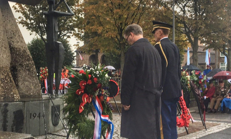 CDA Crowley at wreath-laying ceremony Driel