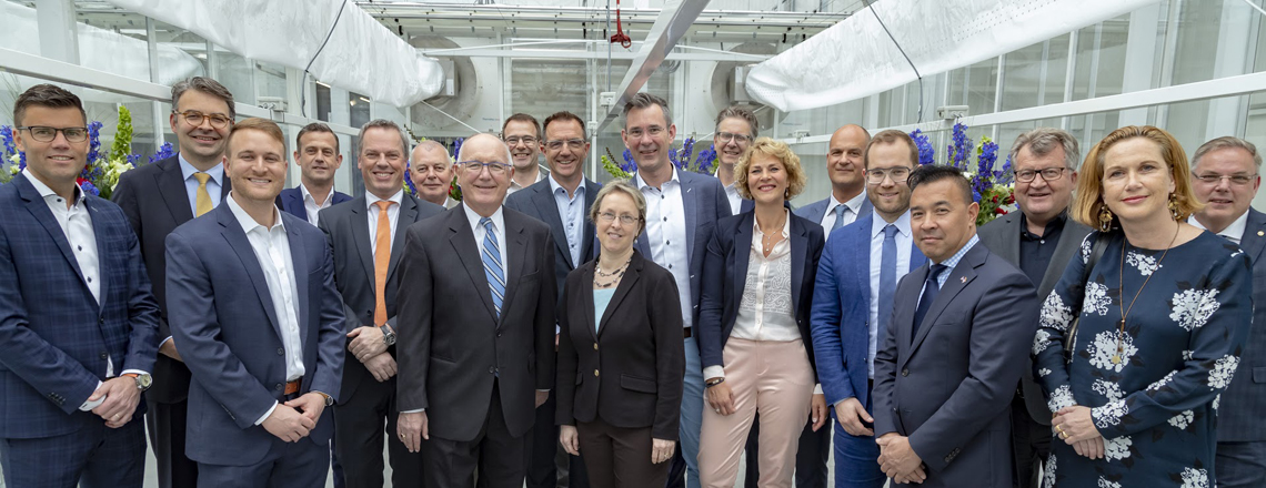 Ambassador Hoekstra visits the World Horti Center to discuss greenhouse farming