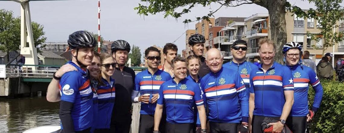 Fietselfstedentocht: U.S. Embassy team joins 15,000 riders in Friesland