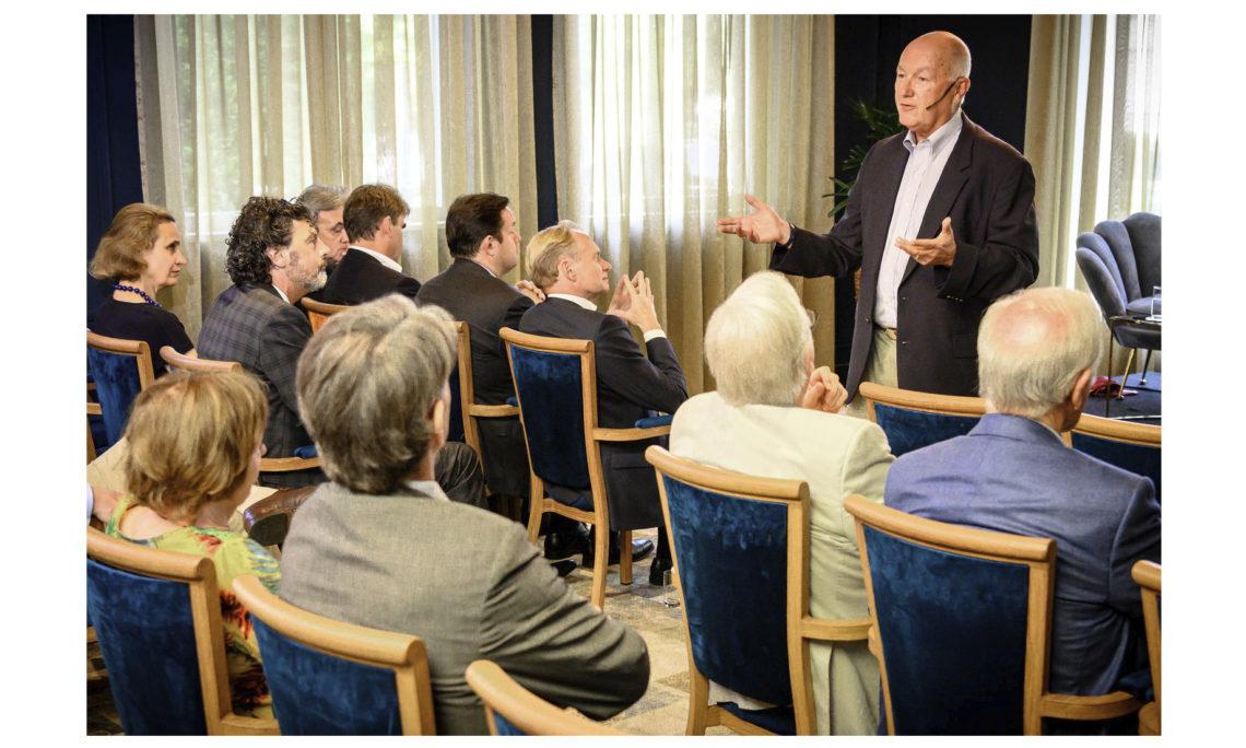 Ambassador Hoekstra discusses U.S. priorities at De Maatschappij. Photo: Hein Athmer