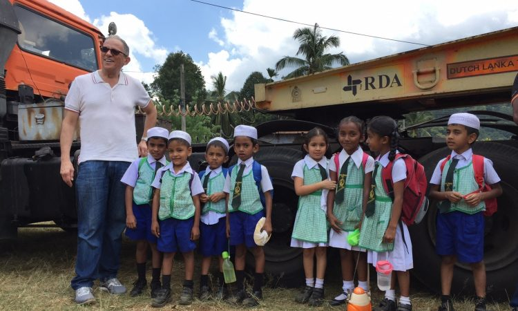 Chairman Hochberg met children of the Badulla area who will benefit from the EXIM-funded water reservoir project