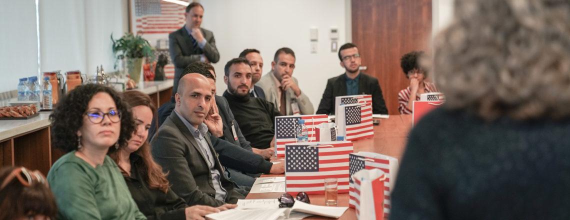 حضر 18 مشاركًا من برنامج IVLP إلى السفارة قبل مغادرتهم للولايات المتحدة.