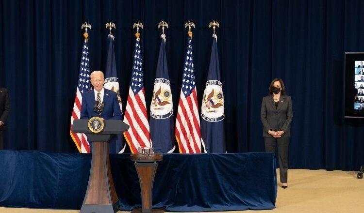 الرئيس جوزيف بايدن يلقي ملاحظات لموظفي وزارة الخارجية في وزارة الخارجية الأمريكية في واشنطن العاصمة في 4 فبراير 2021. (صورة وزارة الخارجية فريدي إيفريت)