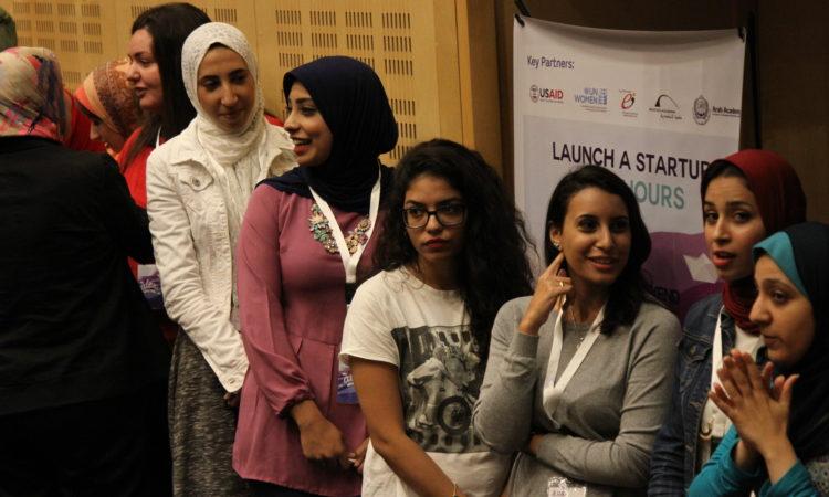 سيدات الأعمال الطامحات يتعلمن وضع خطط الأعمال وعرض أفكارهن للمستثمرين المحتملين