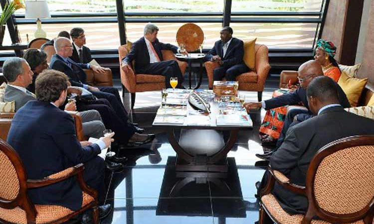 Secretary Kerry meets with Foreign minister Raymond Tshibanda at Kinshasa airport. (State Dept. Images)