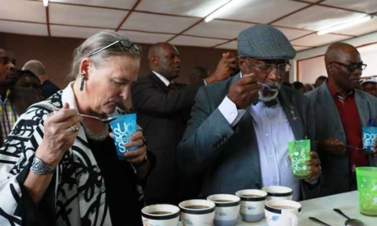 Governor of South Kivu Marcellin Cishambo and USAID/DRC Mission Director Dr. Diana Putman participated in a tasting session. (State Dept. Images)