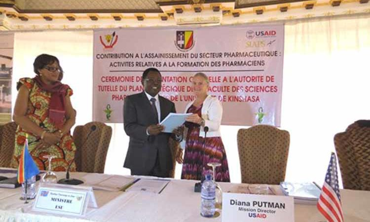 USAID/DRC Mission Director Dr. Diana Putman officially presents the University of Kinshasa (UNIKIN) School of Pharmacy's Strategic Plan for 2016 to 2020 to the Minister of Higher Education (ESU), Mr. Théophile Mbemba Fundu.(State Dept Image)