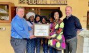 L'Ambassadeur des États-Unis, Mike Hammer, avec Matthew Chambers et l'équipe de Cocoa Congo.