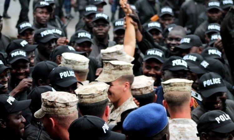 Police et Marines