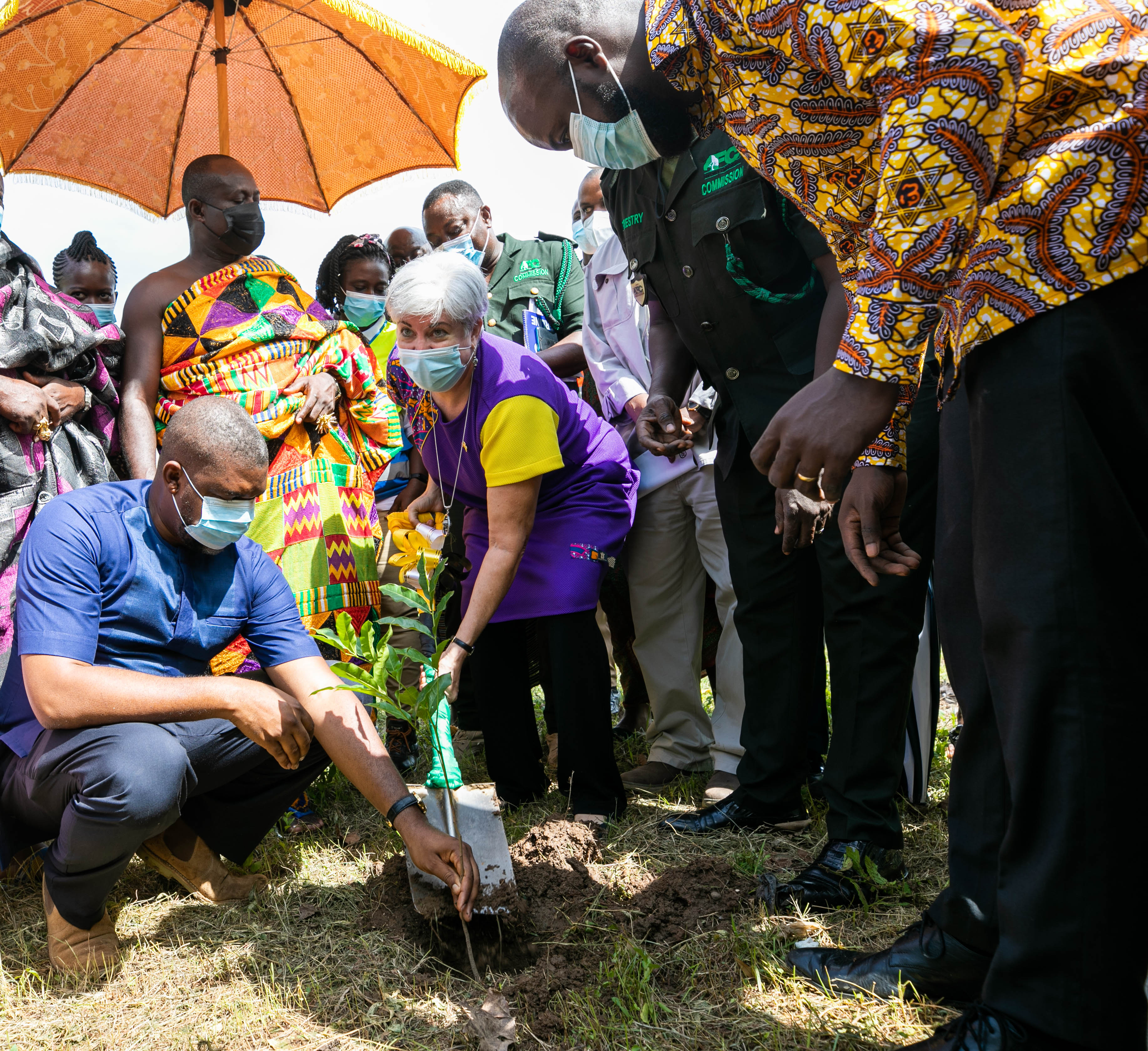 U.S. Ambassador to Ghana Stephanie S. Sullivan planting a tree in commemoration of Earth Day on April 22.