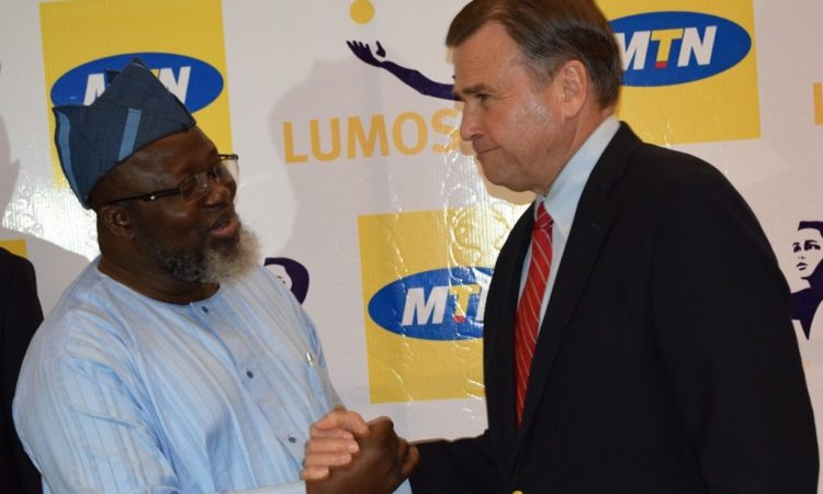 Ambassador Symington thanks Minister of Communications Adebayo Shittu for his support of the Lumos-MTN partnership. Photo: USAID/Zack Taylor