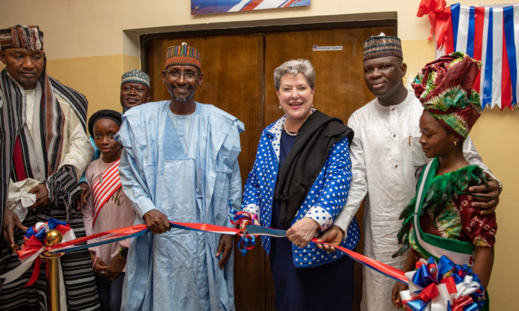 Ambassador Mary Beth Leonard, commissioning the new American Space Abuja in the company of Nigerian Minister of FCT, Honorable Muhammadu Bell, at the City Library in Abuja. Photo: U.S. Embassy / Olaoluwa Aworinde