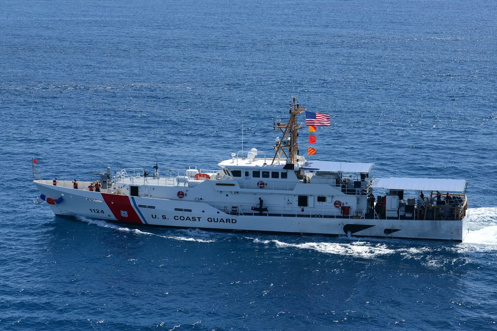 USCGC Oliver Berry arrives to new homeport in Honolulu. Photo by Petty Officer 3rd Class Amanda Wyrick.