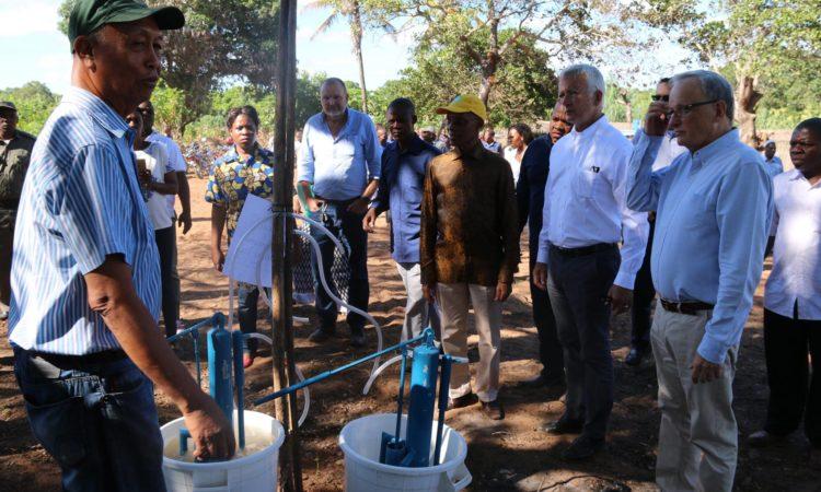 Ambassador Pittman visiting USG funded projects in Nampula