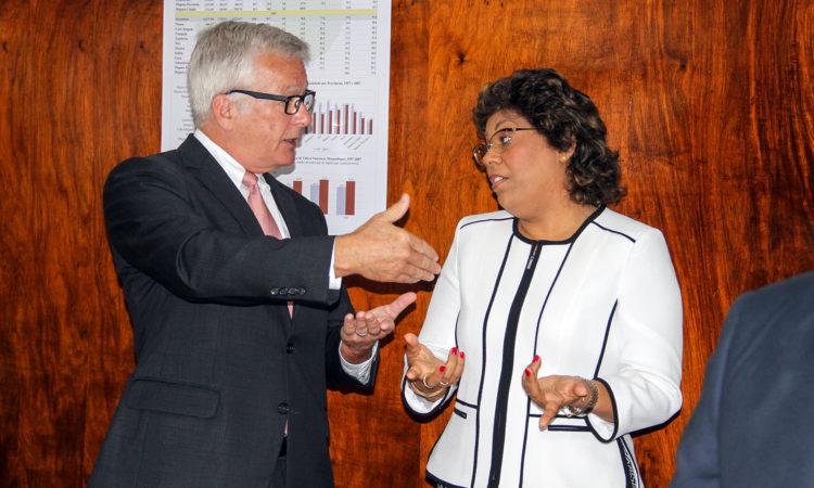 Embaixador dos Estados Unidos em Moçambique, Dean Pittman, e a Ministra da Saúde, Dra. Nazira Abdula