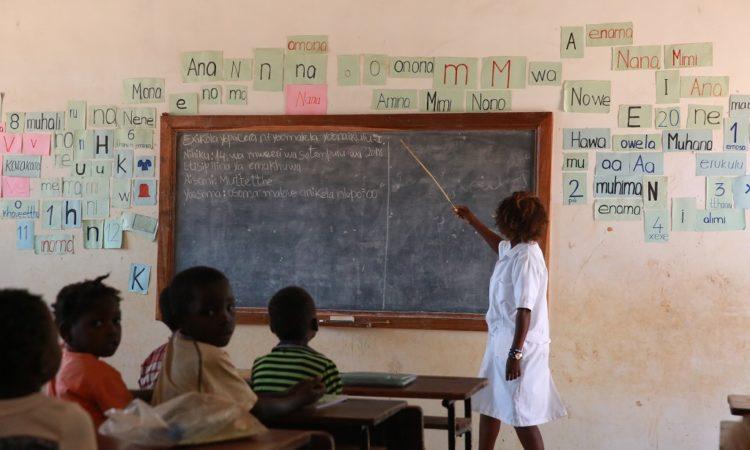 """Governo dos E.U.A., em parceria com o MEDH, lança formalmente o programa """"Vamos Ler"""" na Província de Nampula, Distrito de Rapale"""