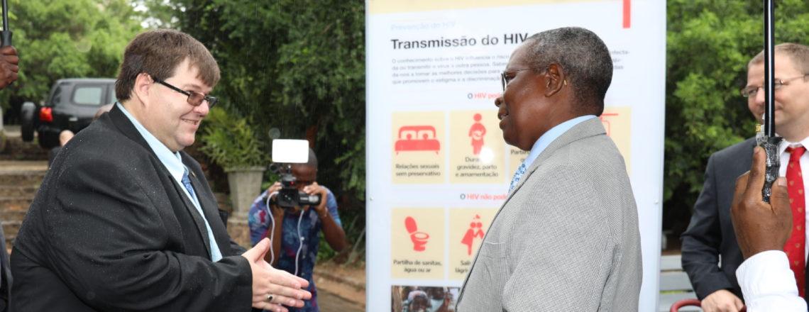Inauguração da Exposição no Jardim Tunduro para Assinalar o 15º Aniversário do PEPFAR