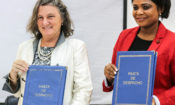 Dra. Jennifer Adams, Directora da USAID Mozambique, ao lado da Dra. Carla Mosse, Directora Provincial de Saúde de Tete, momentos após a assinatura e lançamento, ontem, 17 de Abril de 2019, do acordo piloto e directo de financiamento entre a USAID e a Direcção Provincial de Saúde (DPS) de Tete.