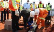 20200825 – Representantes da Embaixada dos E.U.A. e do Governo de Moçambique na cerimónia de lançamento da primeira pedra do Hospital Matola Santos.750
